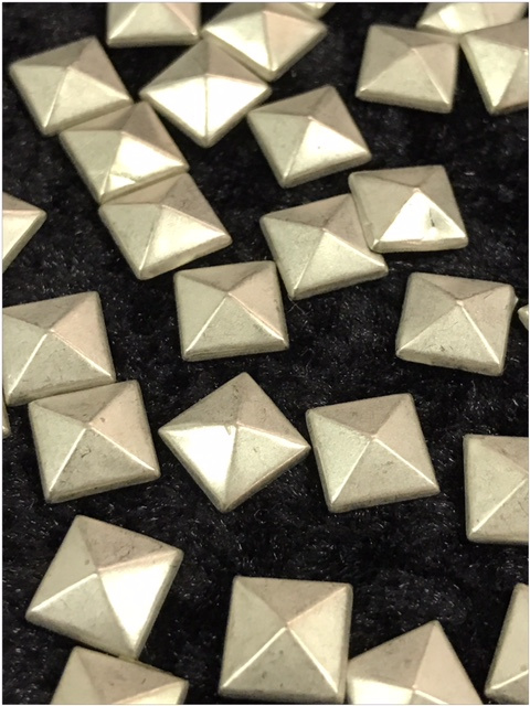 Hot Fix Nailhead Vierkant 8mm Silver  Zakje 20 gram