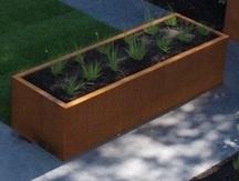 Cortenstaal plantenbakken zonder bodem afmeting L3xB0,8xH0,6m.
