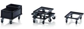 ESD-RO64-FE | QUALITY BOX ESD-transportroller COMPACT voor stapelbare ESD-Eurobakken 60x40 cm of 30x40 cm, 4x ESD PP zwenkwielen ø 10 cm 2x geremd, wielvorken gegalvaniseerd, draagvermogen 250 kg, kleur zwart, gewicht  4,22 kg