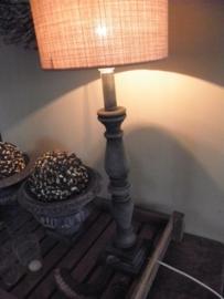 Voorbeeld  krijtverf op lampenvoet - kleur Graphite
