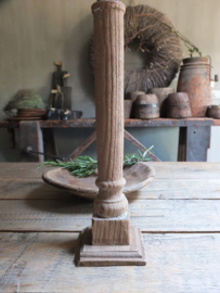 Slanke oud houten kandelaar verweerd 33cm nr 40