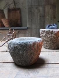 Zwaar oud stenen vijzeltje - 9,5cm