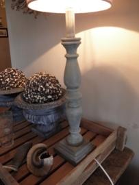 Voorbeeld krijtverf op lampenvoet- Kleur Chateau grey, Country grey en Old white
