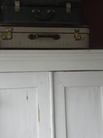 Voorbeeld  krijtverf op oude kledingkast -Kleur Old White