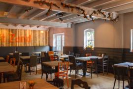 Klantfoto- Annie Sloan krijtverf op restaurantstoelen