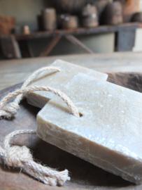 Mooi blok zeep aan koord 100 gram