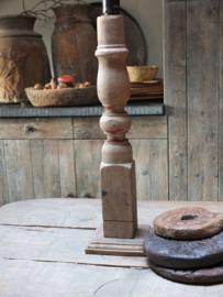 Oude houten slanke kandelaar 36cm nr 123