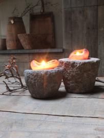 Zwaar oud stenen vijzeltje - 11,5cm hoog - gereserveerd