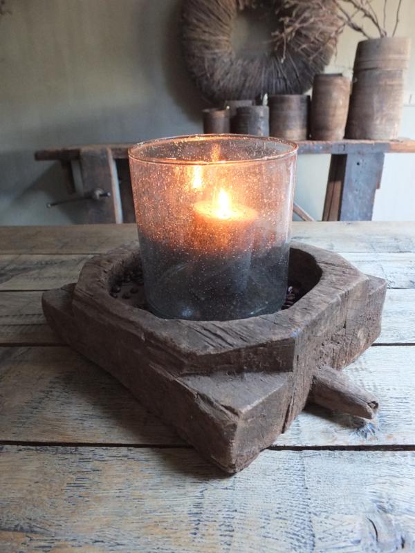 Oud houten vijzel onderzetter ornament nr 1