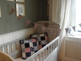 Voorbeeld  krijtverf op oud babybedje - Kleur Country Grey
