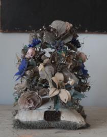 Antiek bloemenornament op kussentje