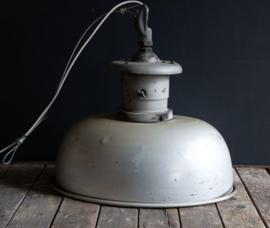 Stoere oude fabrieks  lamp