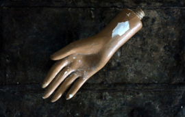 Oude paspop hand van gips