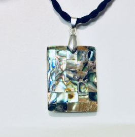 Mother of pearl amulet - aan koord