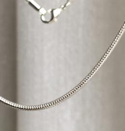 Ketting, slang of snake  80 cm lang - verzilverd