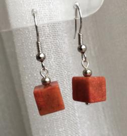 Koraaloorbellen kubus, rood, 3cm zilverkleur/edelsteen