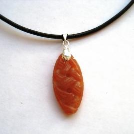 Oranje Calciet hanger - Oneindige knoop, echt edelsteen carving aan verzilverd ornament