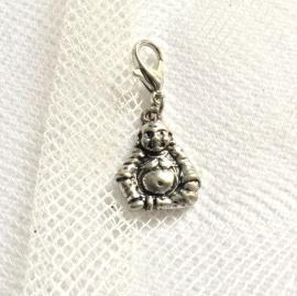 Boeddhahangertje, charm - hebbeding - zilverkleur