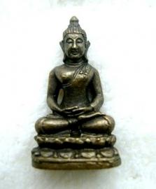 Reisboeddha, brons met knotje - 3,4cm brons