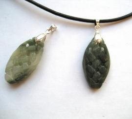 Jade hanger - Oneindige knoop, echt edelsteen carving aan verzilverd ornament