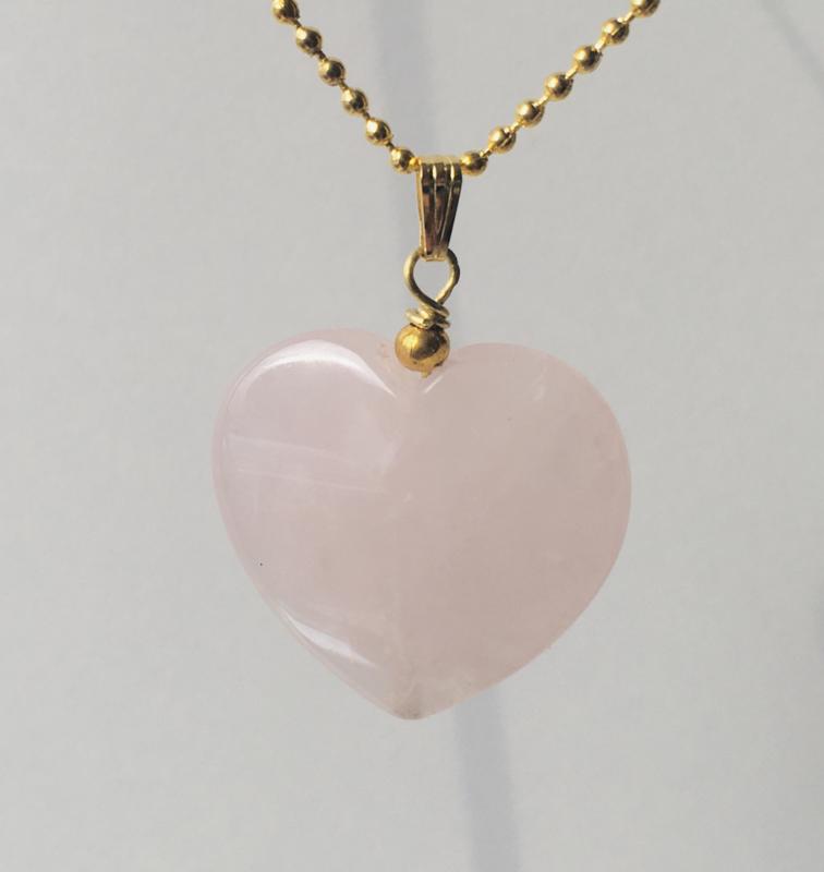 Rozenkwarts hanger hart, aan bollenketting  - verguld