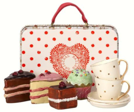 Suitcase with Cakes & Tableware for 2 11-8300-00