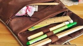 Roodkapje Make-up tasje of pennenzakje - roze met beige rand