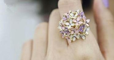 Ring met kleine bloemetjes