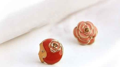Rose stud oorbellen