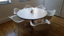 Eames Vitra segmenten tafel rond