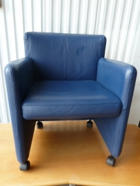 Blauwe lederen fauteuil
