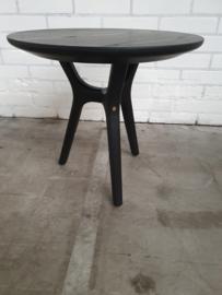 Ren coffee table van Stellar works.