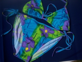Fleurige Bikini Bloem Maat Medium.