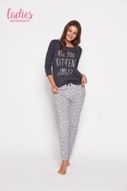 HENDERSON LADIES Grijze pyjama GITA, met tekst ARE-YOU-KITTEN-ME, Poesjes, Maten: S, M, L en XL