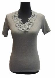 Toker GRIJS (onder)shirt luxe afgewerkt met prachtig kant. Maten: 36/38 t/m 52/54 !