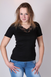 Toker ZWART (onder)shirt luxe afgewerkt met prachtig kant. Maten: 36/38 t/m 52/54 !