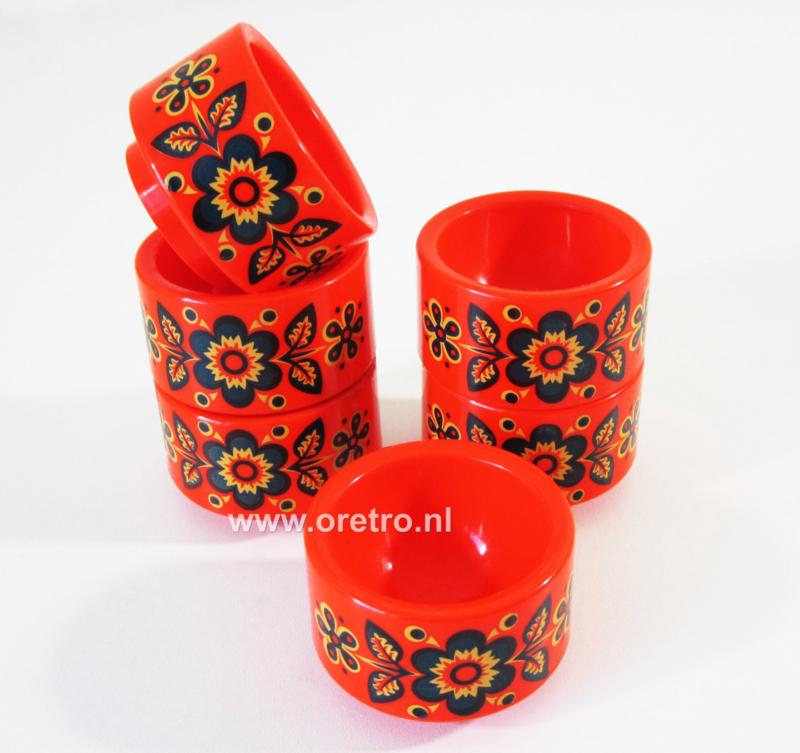 Eierdopjes oranje met bloemen