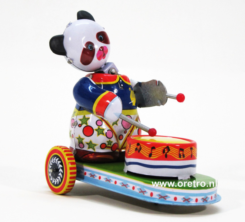 Panda drummer op wagen