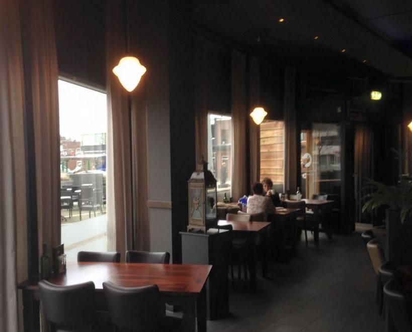 hanglampen eikel groot bij restaurant de witte olifant in Klazienaveen.jpg