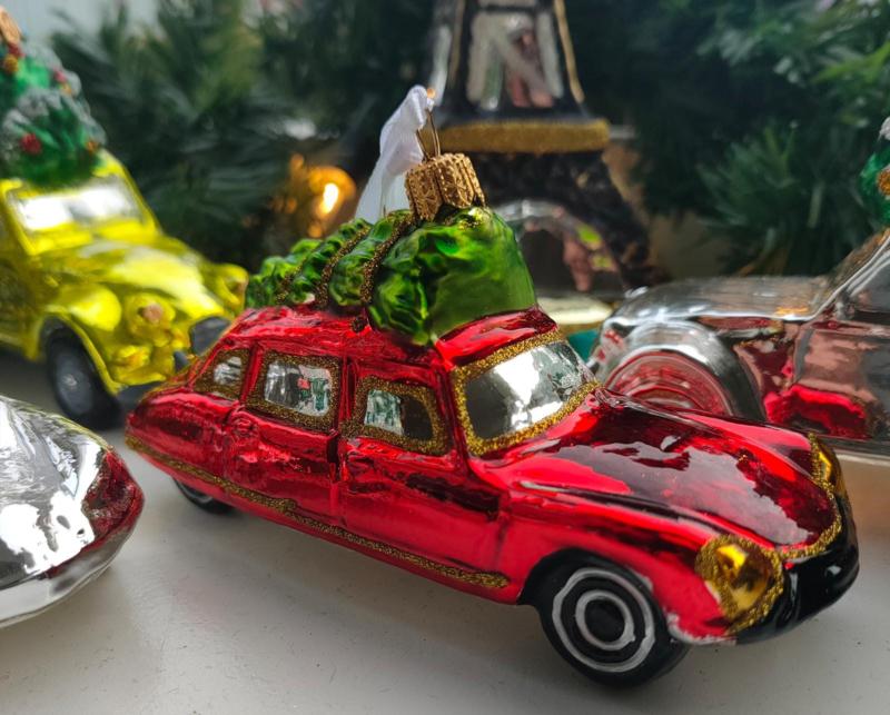 Citroën DS 1e type rood met kerstboom