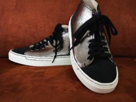 Sneakers zilverkleurig shiny met zwart
