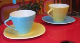 2 tassen + schoteltjes Boch expo blauw+geel