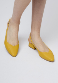 CF - Yellow shoes