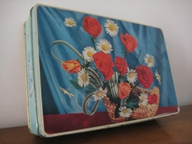 Blikken doos met bloemen