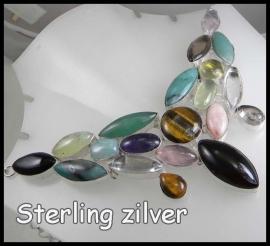 Ketting met edelsteen in zilver gezet