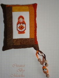 Matroesjka speldenkussen oranje / bruin- compleet