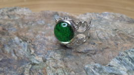 Groene filigraan strass ring. Verstelbaar