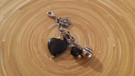 Tas/sleutelhangertje met acryl hart kraal