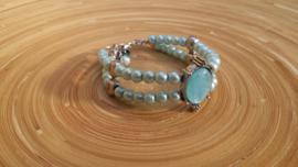 Lichtblauwe glasparel armband