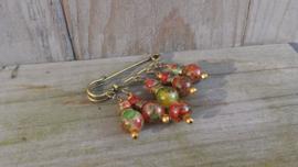 Bronskleurige dasspeld met rood/groen gemeleerde glaskralen